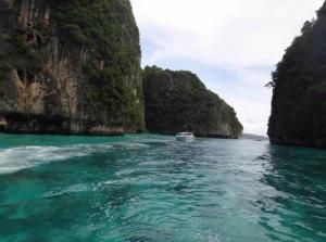 Phi Phi Island - Maya Bay - Khai Island : By Speed Boat
